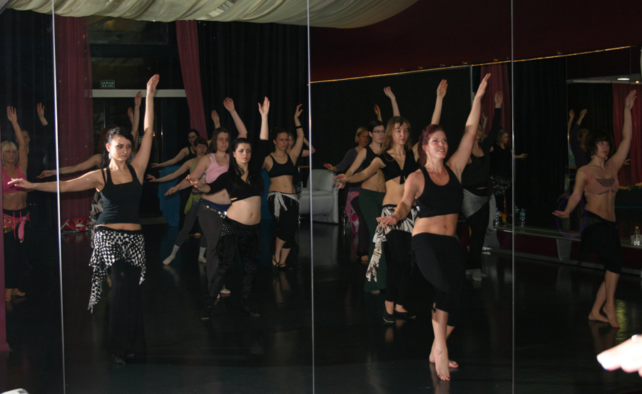 http://arabicdance.net/galleryphotos/workshops/croatia2.jpg